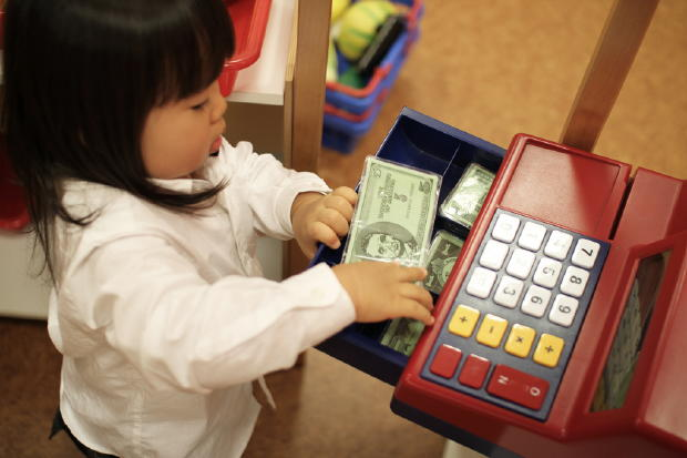 14 Secrets Every Parent Should Know Before Talking To Their Kids About Money